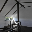 煙突を持つ五角形の家