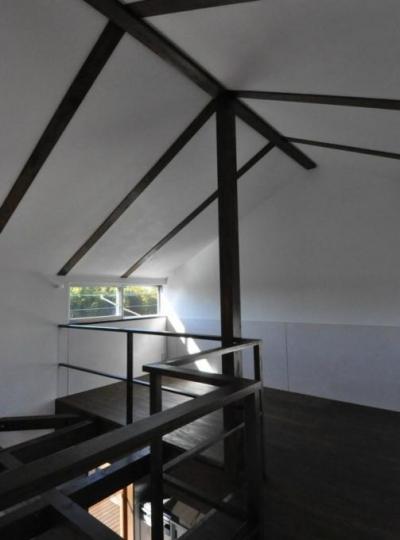 煙突を持つ五角形の家 (2階多目的スペース)