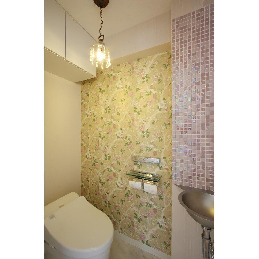 クラシックなバランスの取れた住空間の部屋 ラグジュアリーなトイレ空間