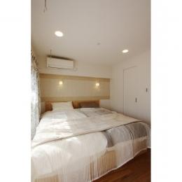 クラシックなバランスの取れた住空間 (くつろげる寝室)