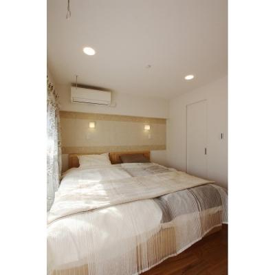 くつろげる寝室 (クラシックなバランスの取れた住空間)