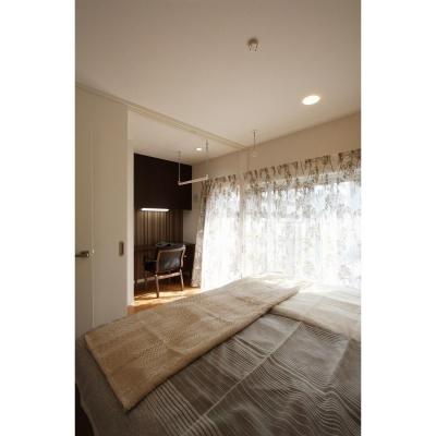 寝室空間 (クラシックなバランスの取れた住空間)