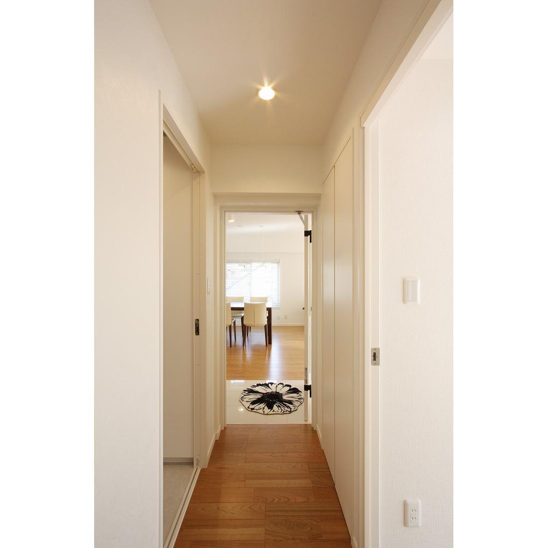 クラシックなバランスの取れた住空間の部屋 廊下