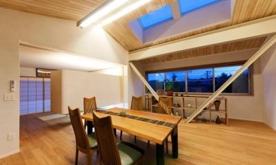 大きな船底天井のある家 (LDK2)