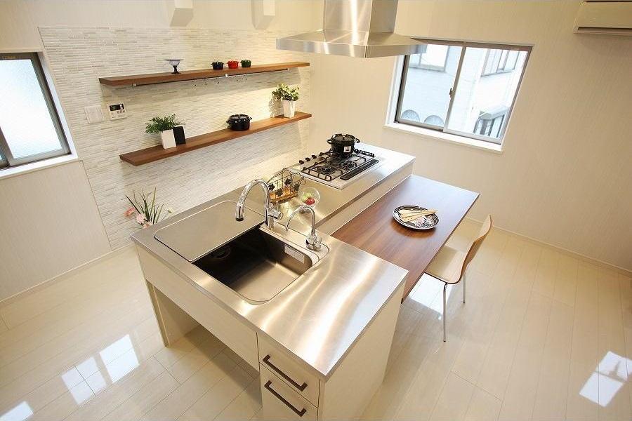 リノベーション・リフォーム会社:アレックス「アイランドキッチンのある家」