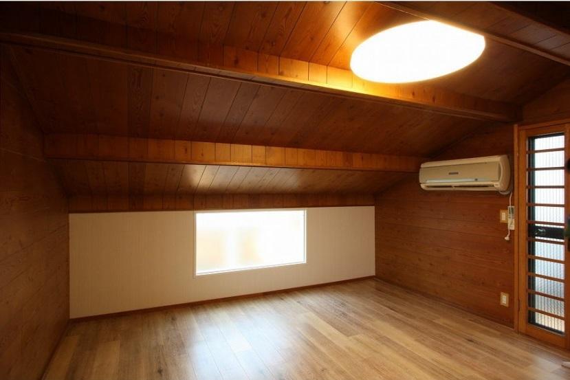 アイランドキッチンのある家の部屋 隠れ家チックな子供部屋