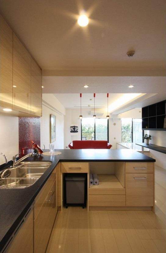 赤×白のモダンなお家の部屋 キッチン 内部