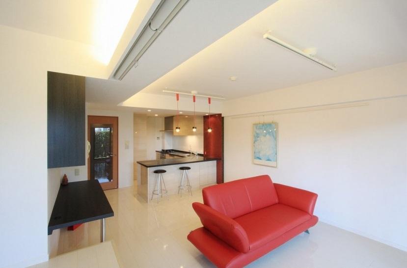 リノベーション・リフォーム会社:アレックス「赤×白のモダンなお家」