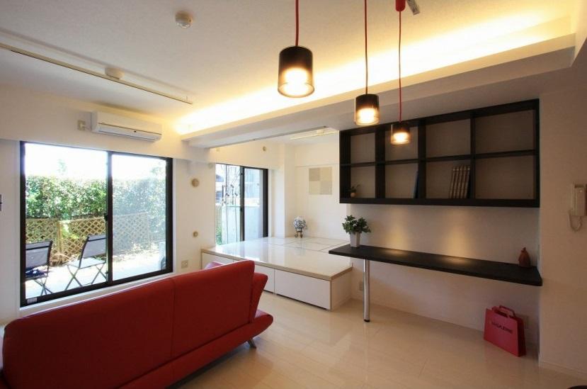 リフォーム・リノベーション会社:アレックス「赤×白のモダンなお家」