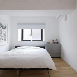 白を基調としたシンプルクールな家 (シンプルな寝室)