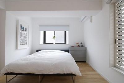 シンプルな寝室 (白を基調としたシンプルクールな家)