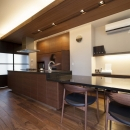 アイランド + ダイニングテーブル 一体型でキッチンが主役の家に