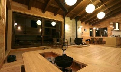 薪ストーブのある別荘 (テーブル形の囲炉裏)