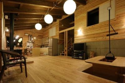 薪ストーブのある別荘 (無垢材の大空間リビング)