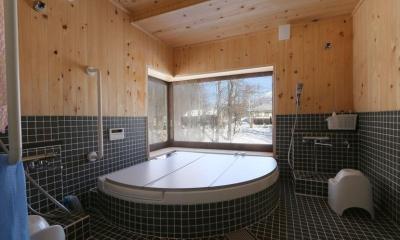薪ストーブのある別荘 (大浴室)