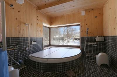 大浴室 (薪ストーブのある別荘)