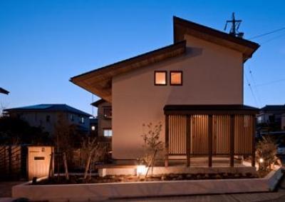 外観-東側の夕景(撮影:車田写真事務所) (植田の家 VI)