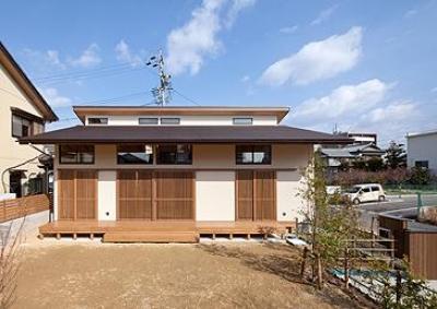 植田の家 VI (庭からの外観-closed(撮影:車田写真事務所))