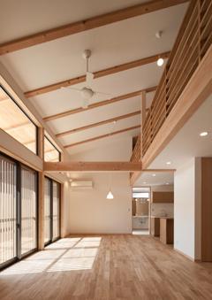 植田の家 VI (吹き抜けのリビングダイニング(撮影:車田写真事務所))