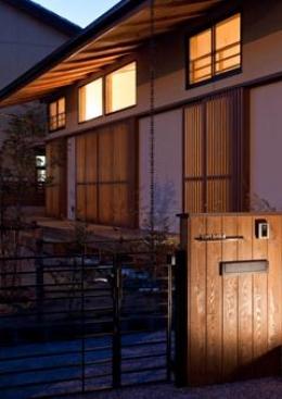 植田の家 VI (外観-夕景(撮影:車田写真事務所))