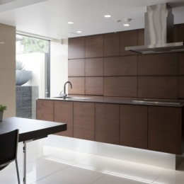 シンプルですっきりしたデザインのキッチン