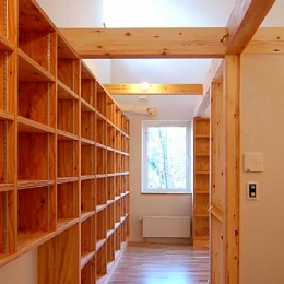 Bookshelf (壁一面が本棚の洋室)
