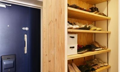 O邸・間取りを再構築!デッドスペースを活用した開放的な住まい (玄関1)