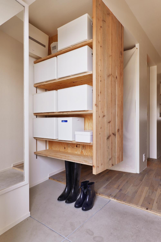 O邸・間取りを再構築!デッドスペースを活用した開放的な住まいの写真 玄関2