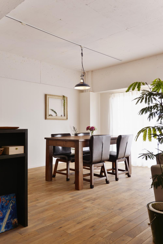 O邸・間取りを再構築!デッドスペースを活用した開放的な住まいの写真 ダイニングテーブル