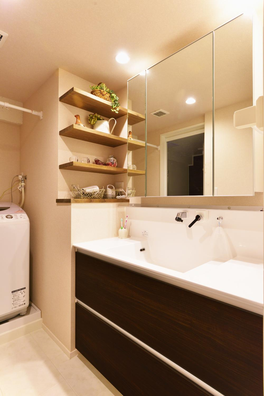 O邸・間取りを再構築!デッドスペースを活用した開放的な住まいの写真 洗面スペース