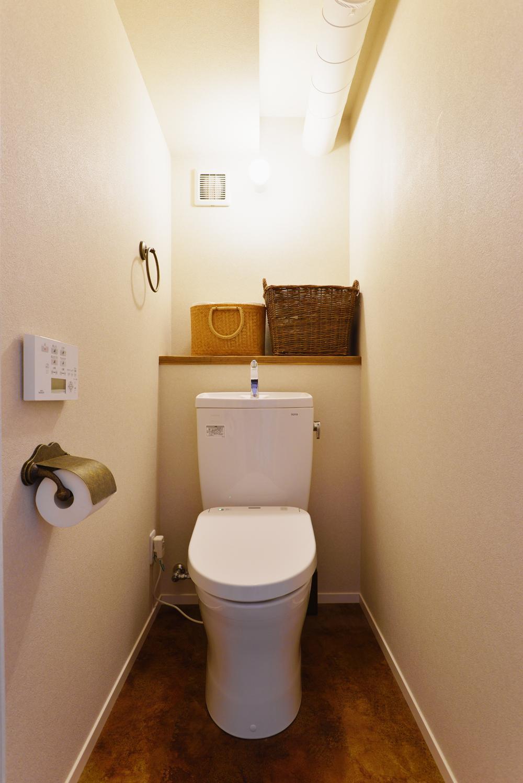O邸・間取りを再構築!デッドスペースを活用した開放的な住まい (トイレ)