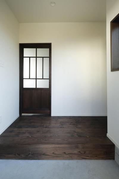 玄関 (Y邸・昔懐かしい昭和時代のレトロな住まい)