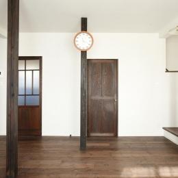 Y邸・昔懐かしい昭和時代のレトロな住まい (リビングのドア)