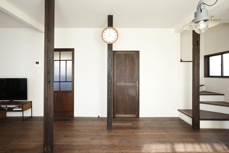 Y邸・昔懐かしい昭和時代のレトロな住まいの写真 リビングのドア