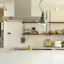 Y邸・昔懐かしい昭和時代のレトロな住まい (キッチン収納棚)