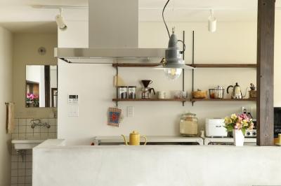 キッチン収納棚 (Y邸・昔懐かしい昭和時代のレトロな住まい)