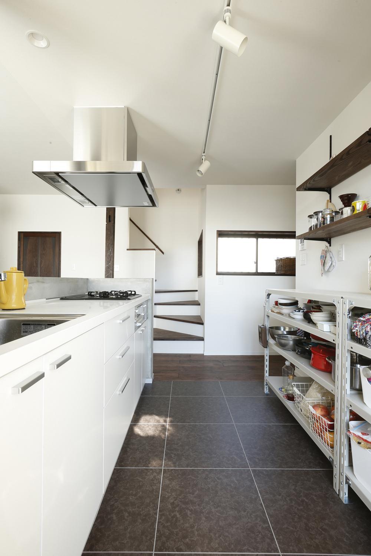 Y邸・昔懐かしい昭和時代のレトロな住まいの写真 キッチン2