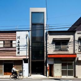 1.8M幅の家 (外観-日中(撮影:傍島利浩))