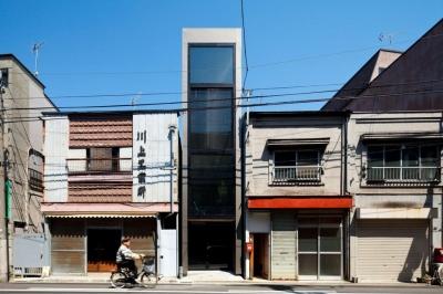 外観-日中(撮影:傍島利浩) (1.8M幅の家)