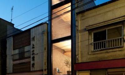 外観-夕景(撮影:傍島利浩)|1.8M幅の家