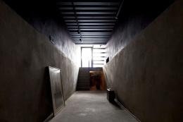 1.8M幅の家 (多目的な玄関土間(撮影:傍島利浩))