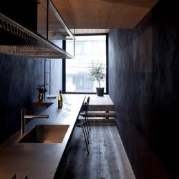 1.8M幅の家 (1.8M幅の家のキッチン(撮影:傍島利浩))