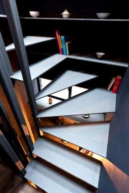 1.8M幅の家 (階段2(撮影:傍島利浩))