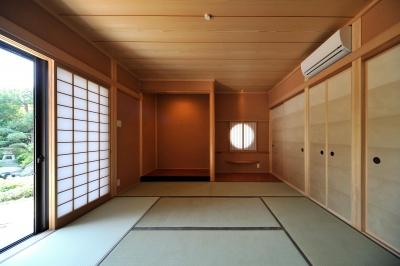 T邸-古都に建つ桜と池を望む家-奈良 (和室)