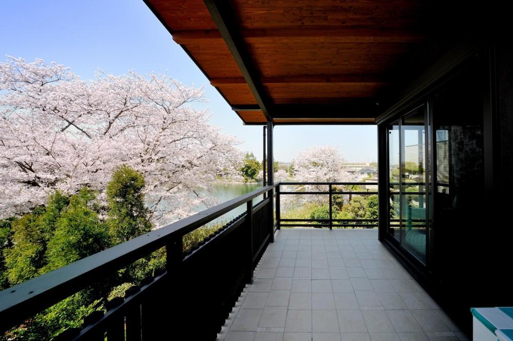 石川淳朗「T邸-古都に建つ桜と池を望む家-奈良」
