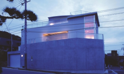 S邸-家の中に外を内包した家-神戸 (外観夕景)