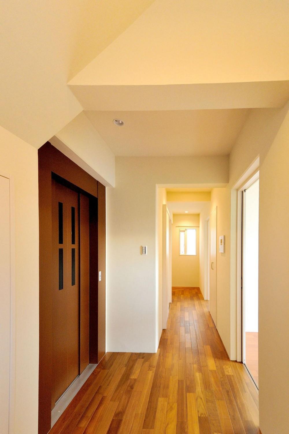 T邸-RC造で地震に強く外断熱の家-神戸 (廊下)