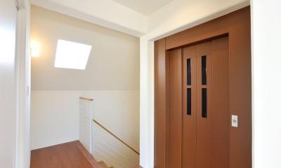 T邸-RC造で地震に強く外断熱の家-神戸 (エレベーターホール)