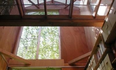 1階のアトリエから2階を見上げる|キチ001