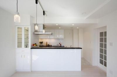 白を基調としたキッチン (統一感のある家)